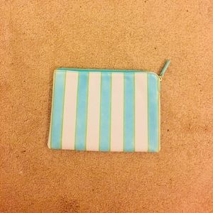 Pouch Urban Outfitters